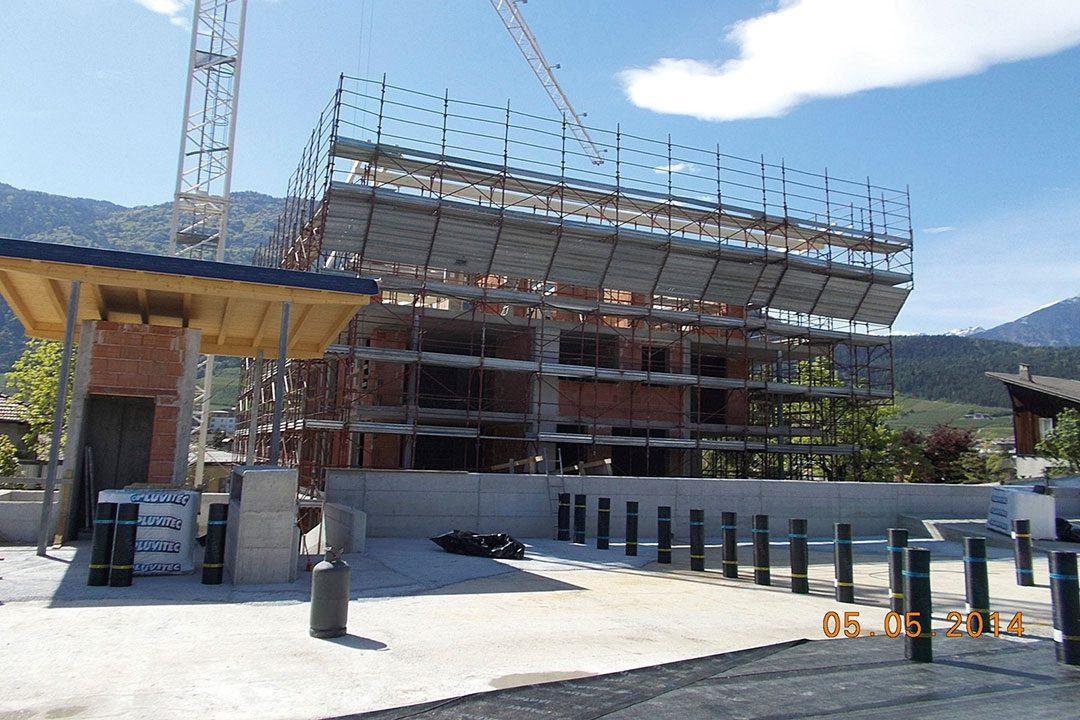 Edificio residenziale con parcheggio interrato cles tn for Edificio a 3 piani